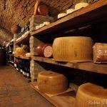 La grotta dei salumi e dei formaggi