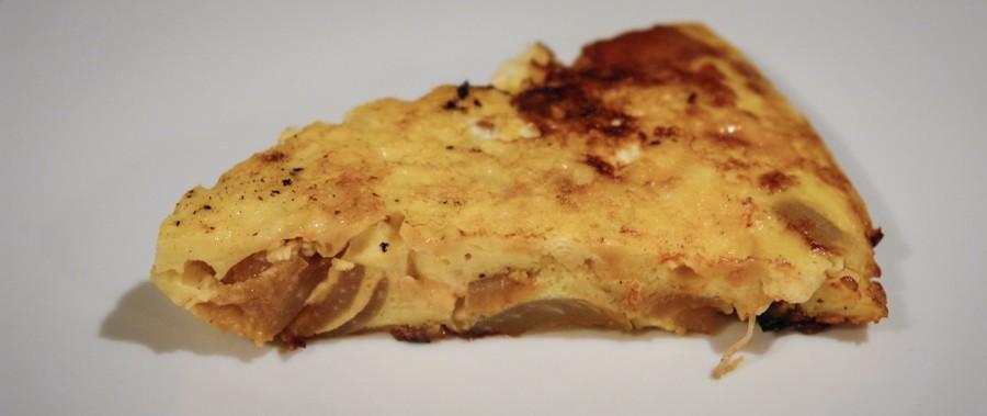 Frittata con formaggio di fossa e cipolle caramellate
