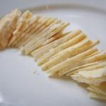 Il formaggio di fossa a fette sottili
