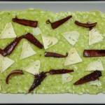 RIsotto con crema di piselli, petali di cipolle in agrodolce e formaggio di fossa