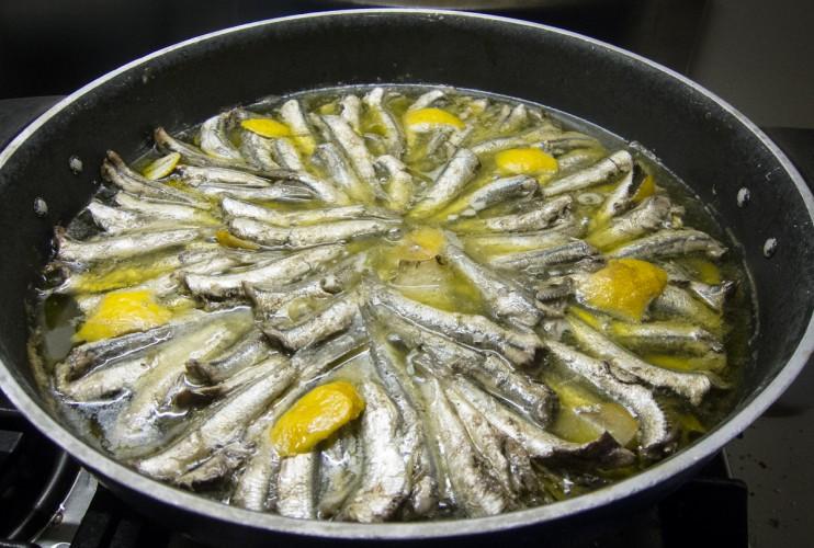 Padella di alici all'olio e limone