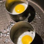 Cuocere l'uovo di quaglia nel coppapasta